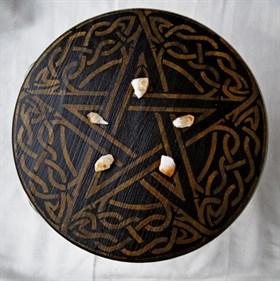 Алтарный столик ЗОЛОТАЯ ПЕНТАГРАММА (сосна) + камни - фото 4933