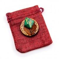Рунический оберег Богатство и процветание можжевельник с камнем 4 см (Три Феху)