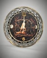 Часы Девушка с волком