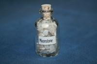 Лунный камень: камни в бутылочке