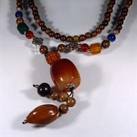 Ожерелье-оберег из дерева Оливы с карнеолом